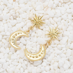 E-5578 Moon Star Earrings Small Cute Simple Eye Earring Generous Bridal Jewelry