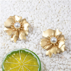 E-5696 Fashion Cute Alloy Flower Pearl Earring for Woman