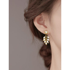 E-6172 18K Gold Plated Natural Pearl Earrings Gorgeous Baroque Golden Metal Carved Irregular Pearl Tassel Drop Earrings Bridal Wedding Jewelry