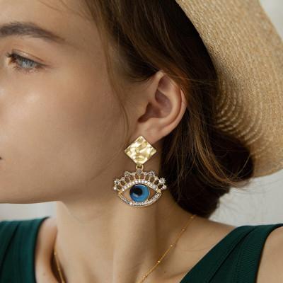E-6202 2021 trendy eye shape crystal earrings for women golden alloy square earrings rhinestone eye pendant fashion novelty jewelry
