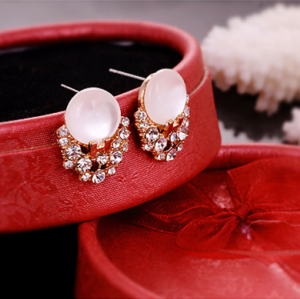 New Fashion Gold Plated Alloy  Delicate White Opal Rhinestone Stud Earrings E-2063