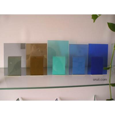 زجاج ملون