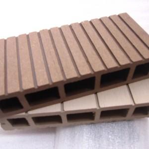 ورقة من البلاستيك الخشب المركب