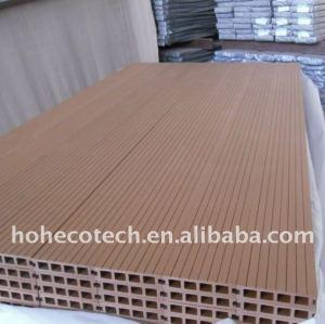 Le decking composé en plastique en bois de paquet de Decking de WPC couvre de tuiles le decking de vinyle