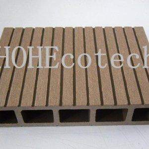 Madera cubiertas de plástico piso - embalaje seguro del piso
