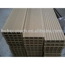 リサイクルされた床板材料