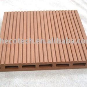 Legno decking composito di plastica/pavimento in attesa di imballaggio