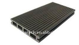 Le decking creux ou plein de WPC couvre de tuiles le decking composé en plastique en bois de wpc de plancher