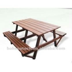 屋外の木製のプラスチック合成の椅子