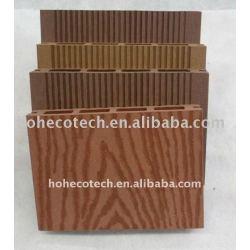 合成の木製かタケDIYのdeckingはWPCの木製のプラスチック合成の総合的なdeckingかフロアーリングに乗る