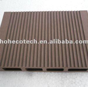Esponga all'aria il bordo di pavimentazione di legno costruito wpc esterno resistente