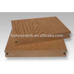 浮彫りにされた純木のプラスチックWPC屋外のデッキ