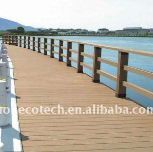Jetez un pont sur le decking composé en plastique en bois imperméable à l'eau du decking WPC de balustrade/decking de plancher