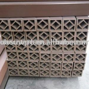 poteau de clôture composé en plastique en bois