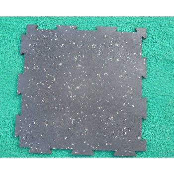 Interlocking rubber tiles/mat