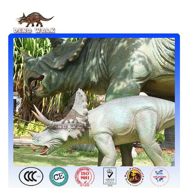 ديناصور متحرك الأسرة في الهواء الطلق