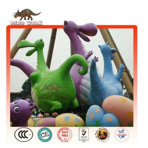 テーマパークの漫画の恐竜の彫刻