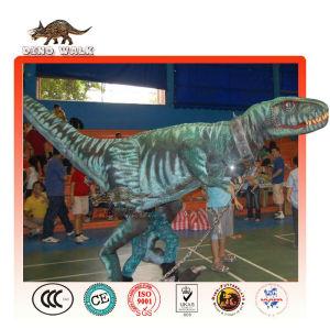 の恐竜のショーのためのステージの恐竜の衣装