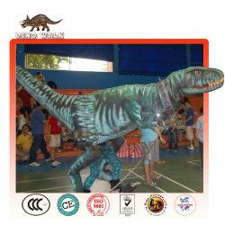 etapa de dinosaurios de vestuario para mostrar el resultado de los dinosaurios
