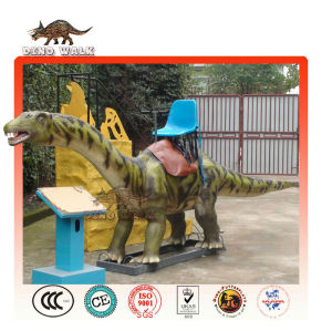 Taille de la vie de dinosaures animatroniques cavalier.