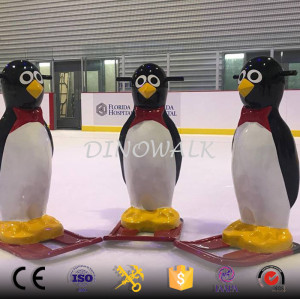 2018 New Children Games Fiberglass Sculpture Penguin Skating