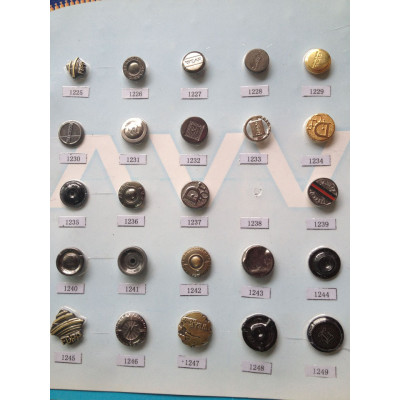 top part of  metal Snap button with logo