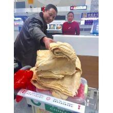 Spring Festival travelers stock up on homemade treats