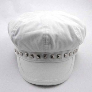 RIVETS DECORATED WHITE COTTON CAP