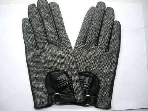 Ткани с кожаными перчатками