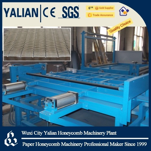 Honeycomb core connecting and notching machine