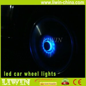 O mais novo 2013& quente auto universal de energia solar levou luz roda de carro