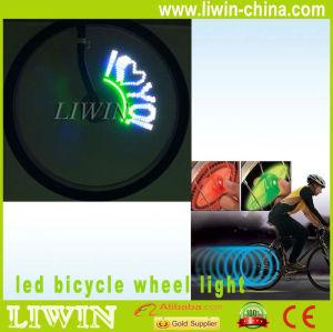 「LEDのバイクの自転車の車輪のスポークライトはバイクのスポークのライトによって導かれた点滅のスポークライトバイクを導いた