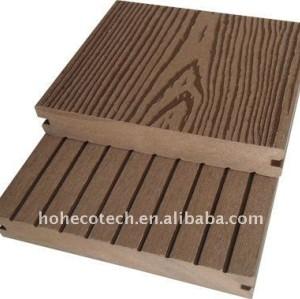 Le decking extérieur cannelé de WPC couvre de tuiles le plancher composé en plastique en bois