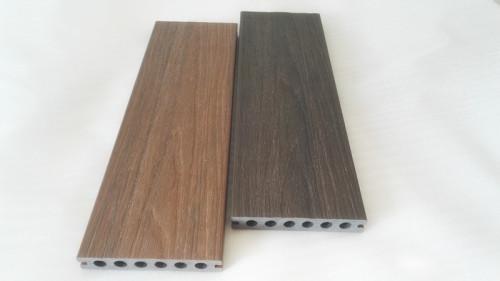 Pavimenti per esterni compositi in legno-plastica in coestrusione