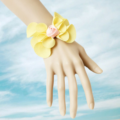 2012 New Design Yellow Color Bow Wristlet From Wholesaler
