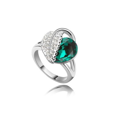 Fashion Lady's Ring With Crystal Decoration.