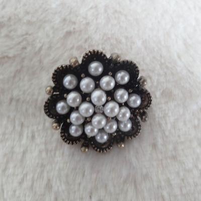 Round Flower Shape Pearls Brooch