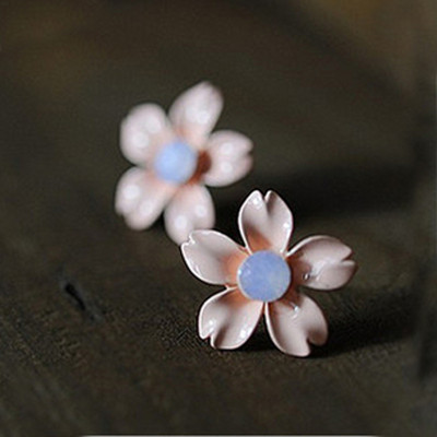 [ Free Shipping]  Jewelry Wholesale Of The New Star Wear Love Five Leaves And Flowers Of Diamond Stud Earrings