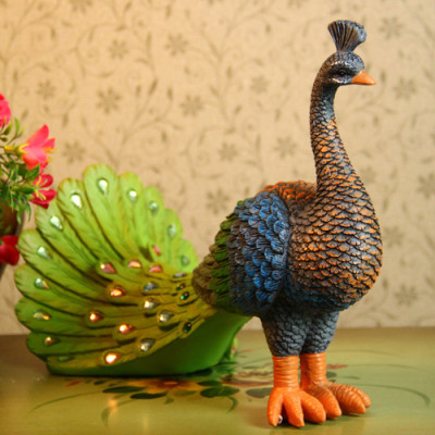 Sri Lankan blue peacock ornaments / resin ornaments peacock wagging tail / craft gift factory genuine direct selling