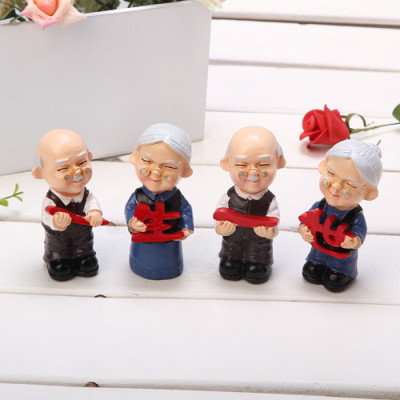 the zakka grocery Series Desktop couple ornaments / resin doll family of four old Granny for life