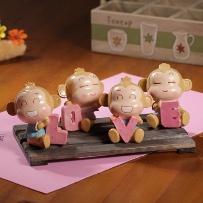 the zakka grocery the LOVE Series desktop ornaments / resin doll queen LOVE Yau giggle monkey family of four