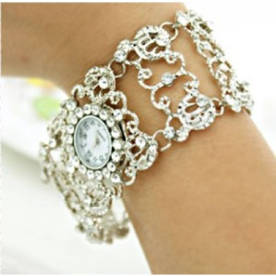 [Free shipping] Diamond Watch Women Hollow Carved Diamond Ladies Watch Decorative Bracelet