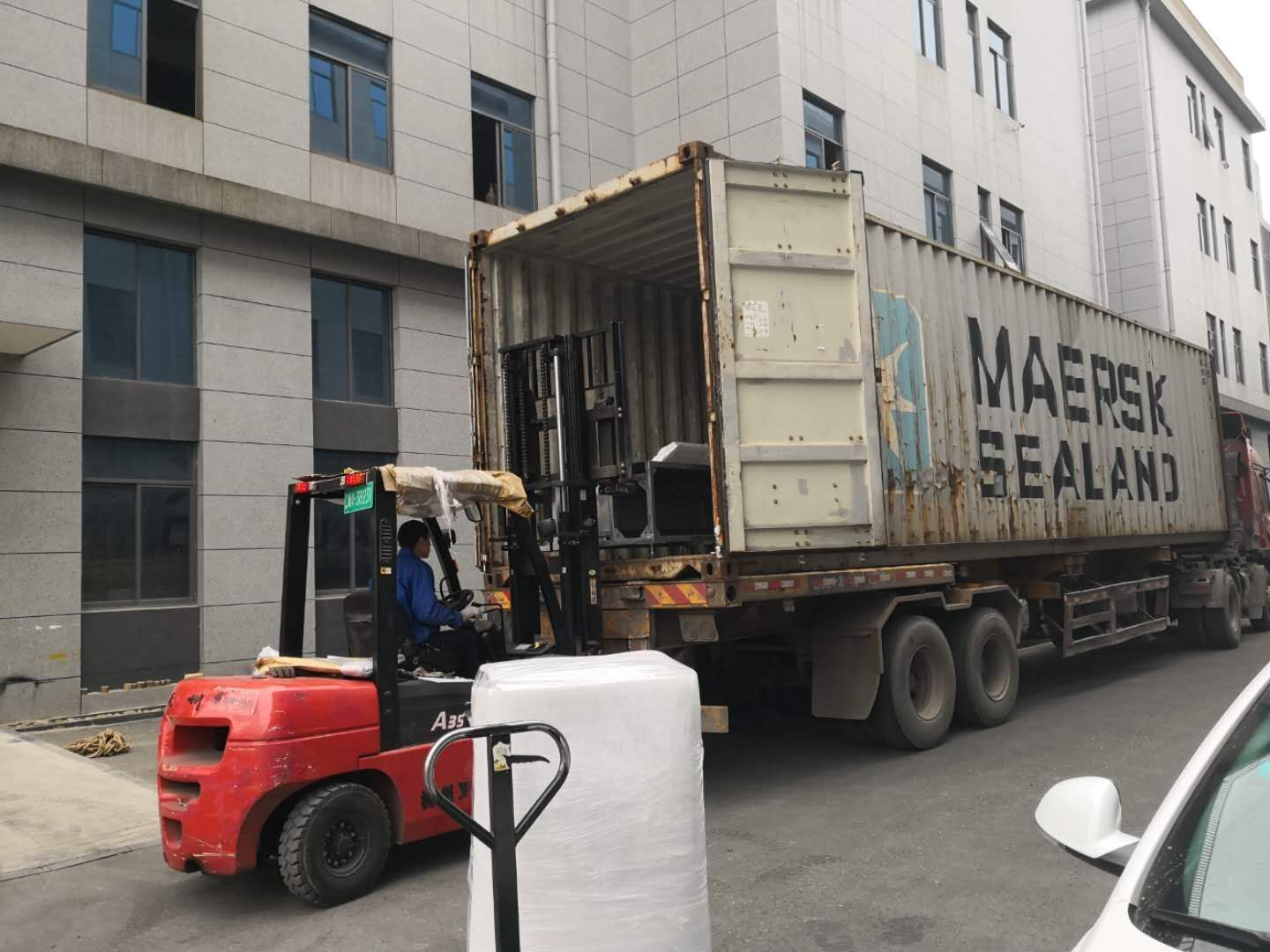 delivery of automatic powder coating booth