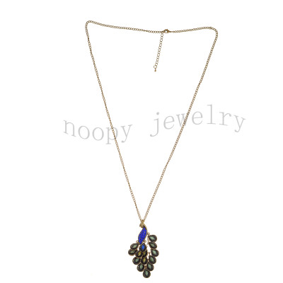 fashion sapphire stone moveable peacock necklace