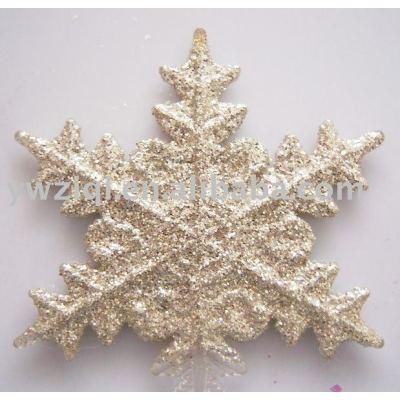 Glitter/golden powder sprinkling on christmas decoration