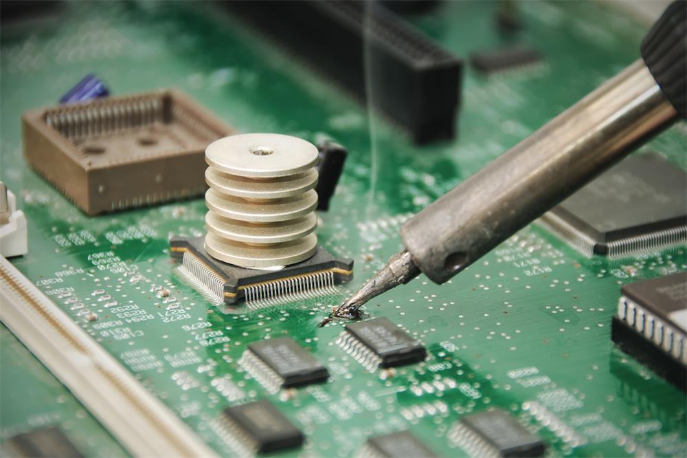 the soldering process of printed circuit boards