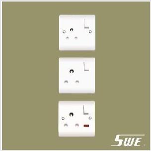 Switched BS 546 Socket (V Range)