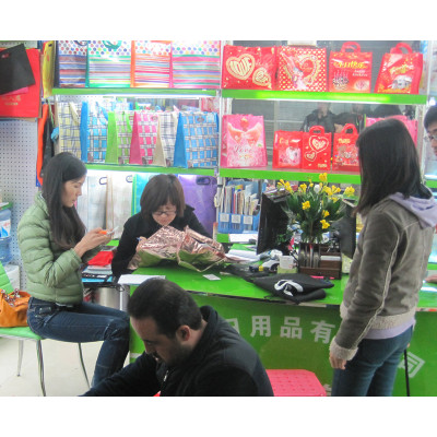 How many markets have in Guangzhou?