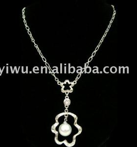 clear rhinestone pearl flower necklace