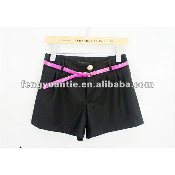 la chica de moda los pantalones cortos